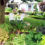 Front yard lawn chairs add curb appeal
