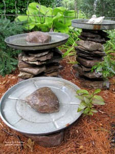 stacked stone bird baths http://ourfairfieldhomeandgarden.com/diy-project-stacked-stone-bird-baths/