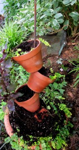 planter diy http://ourfairfieldhomeandgarden.com/diy-project-build-your-own-tipsy-pots-planter/
