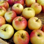 Fresh Apples http://ourfairfieldhomeandgarden.com/diy-project-arrange-your-own-fall-apple-harvest-basket/