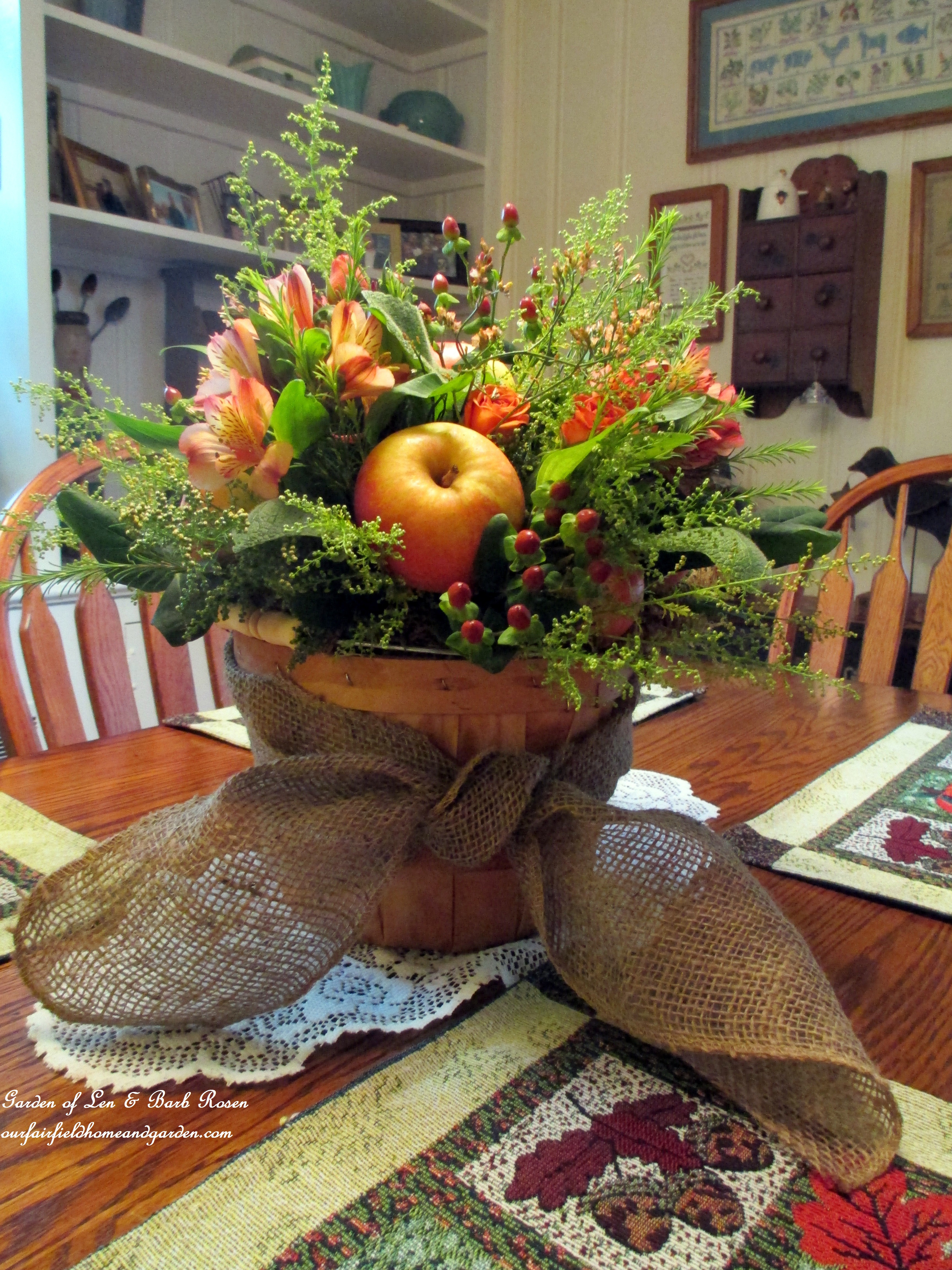 Diy project arrange your own fall apple harvest basket for Harvest decorations for the home