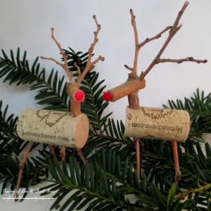 Twig & Cork Reindeer http://ourfairfieldhomeandgarden.com/enjoy-a-bottle-of-wine-and-make-a-twig-cork-reindeer/