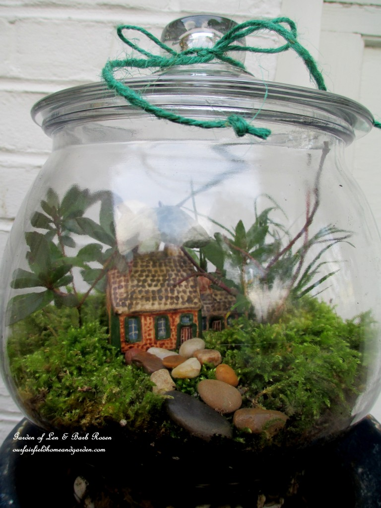 Terrarium DIY https://ourfairfieldhomeandgarden.com/diy-project-design-a-rustic-cottage-getaway-in-a-terrarium/