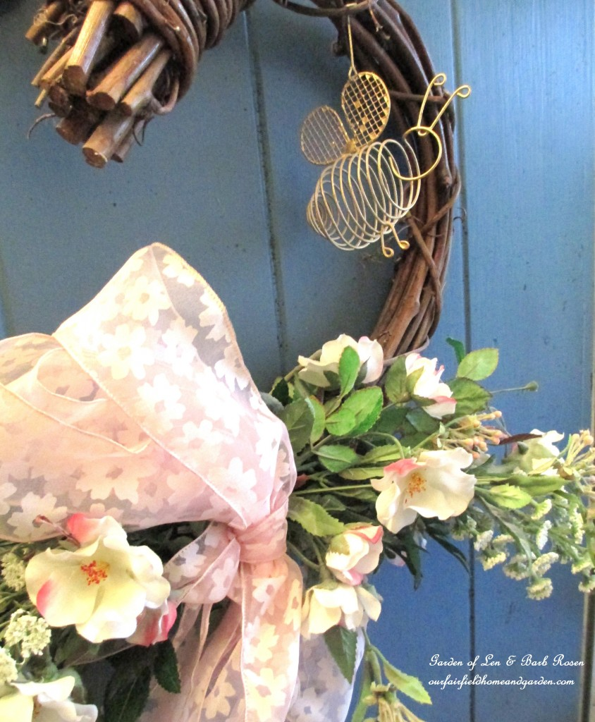 Close-up of the front door wreath https://ourfairfieldhomeandgarden.com/heart-home-valentines-day-is-coming/