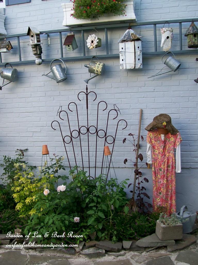 Garden display ladder http://ourfairfieldhomeandgarden.com/a-trip-down-memory-lane-my-former-garden/