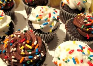 Cupcakes https://ourfairfieldhomeandgarden.com/diy-project-cupcake-craze-make-floral-cupcake-arrangements/
