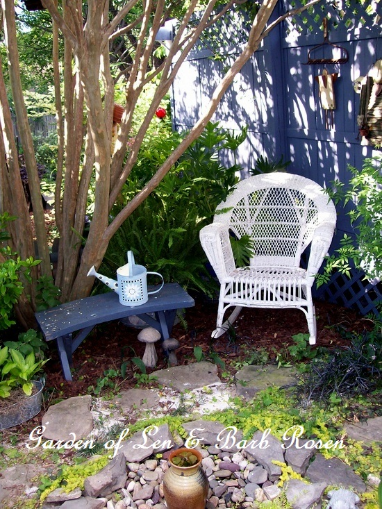 shady nook http://ourfairfieldhomeandgarden.com/a-trip-down-memory-lane-my-former-garden/