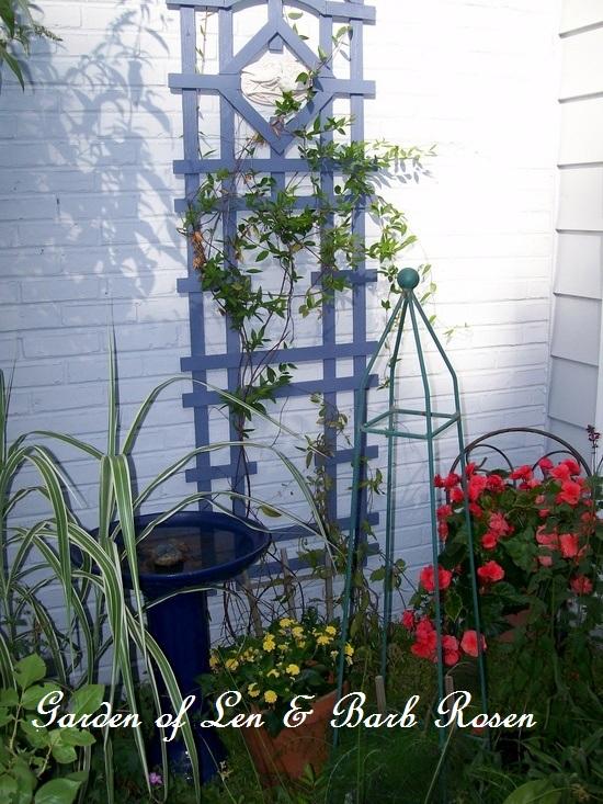 trellis http://ourfairfieldhomeandgarden.com/a-trip-down-memory-lane-my-former-garden/