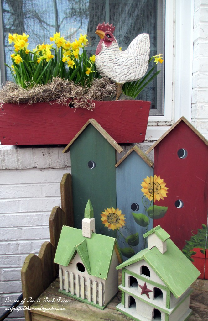 spring windowbox http://ourfairfieldhomeandgarden.com/spring-is-busting-out-all-over/