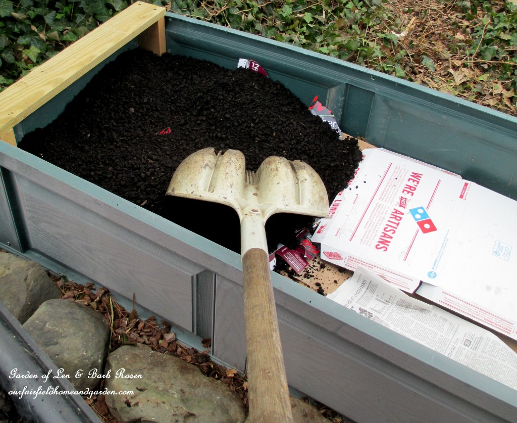 https://ourfairfieldhomeandgarden.com/diy-project-raised-beds-for-free/ layers of straw, a neighbor's weeds, newspaper and cardboard topped with good compost