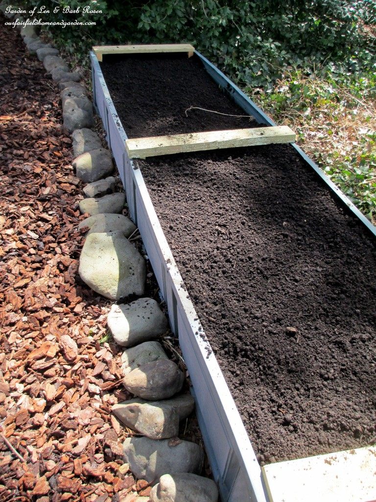 finished and filled, an unpainted raised bed http://ourfairfieldhomeandgarden.com/diy-project-raised-beds-for-free/