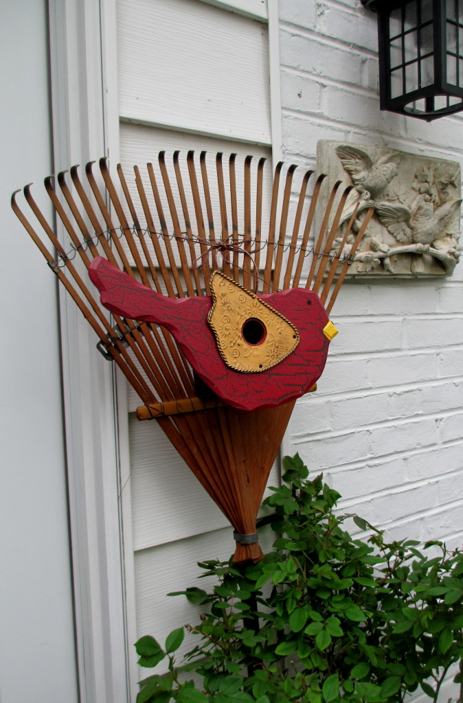 birdhouse rake https://ourfairfieldhomeandgarden.com/diy-project-repurposed-rakes/