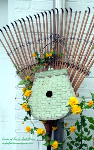 ~ Birdhouse Rake ~ https://ourfairfieldhomeandgarden.com/diy-project-repurposed-rakes/