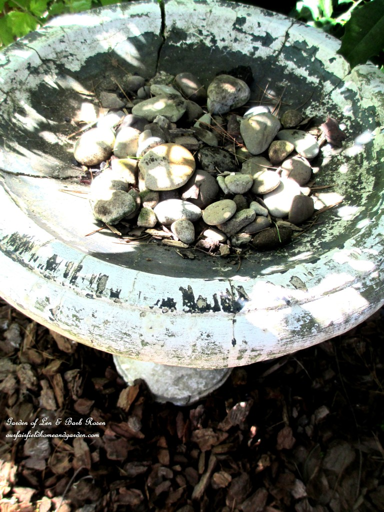 Even though the birdbath was cracked, I added stones for drainage. https://ourfairfieldhomeandgarden.com/diy-project-mothers-day-fairy-garden/