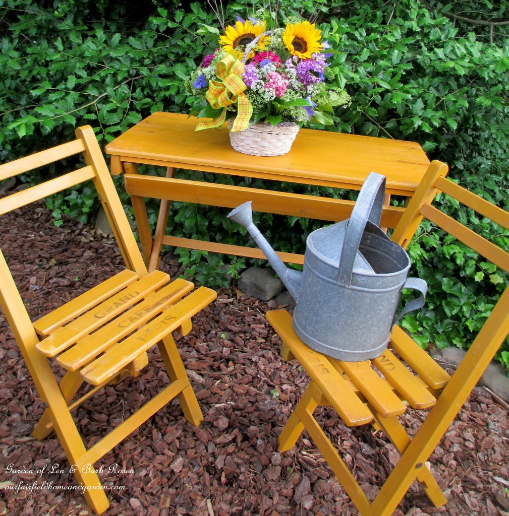 ready for an alfresco meal http://ourfairfieldhomeandgarden.com/diy-project-country-flower-basket/