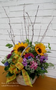 My Country Flower Basket http://ourfairfieldhomeandgarden.com/diy-project-country-flower-basket/