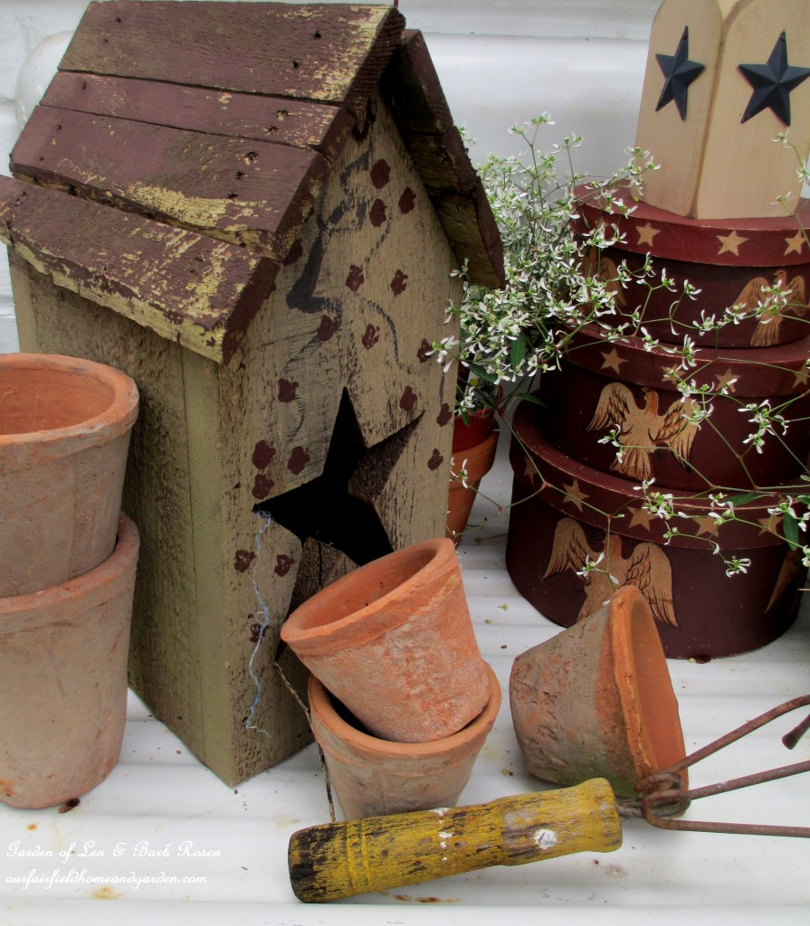 garden accents http://ourfairfieldhomeandgarden.com/happy-4th-of-july-patriotic-potting-sink/