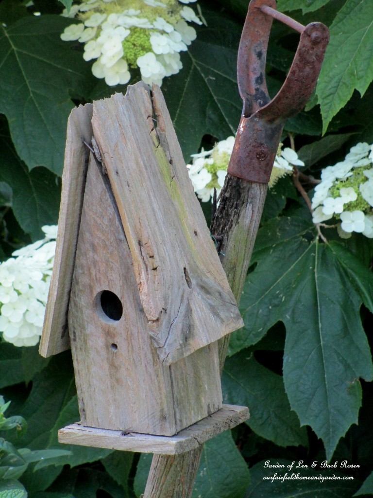 rustic birdhouse http://ourfairfieldhomeandgarden.com/garden-walk-july-1st/