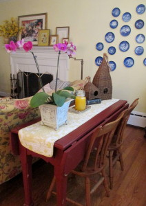 table becomes extra party seating http://ourfairfieldhomeandgarden.com/livingroom-makeover-grandma-to-grandeur/