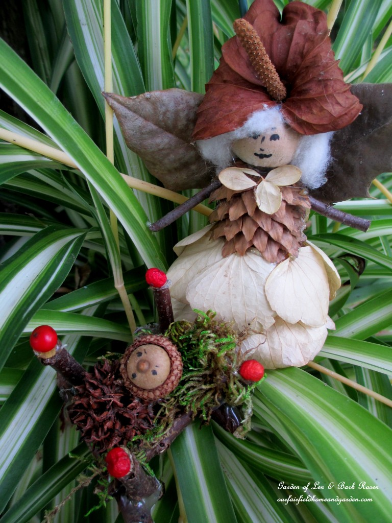 Mother & Baby Fairieshttp://ourfairfieldhomeandgarden.com/diy-project-fairies-for-free/