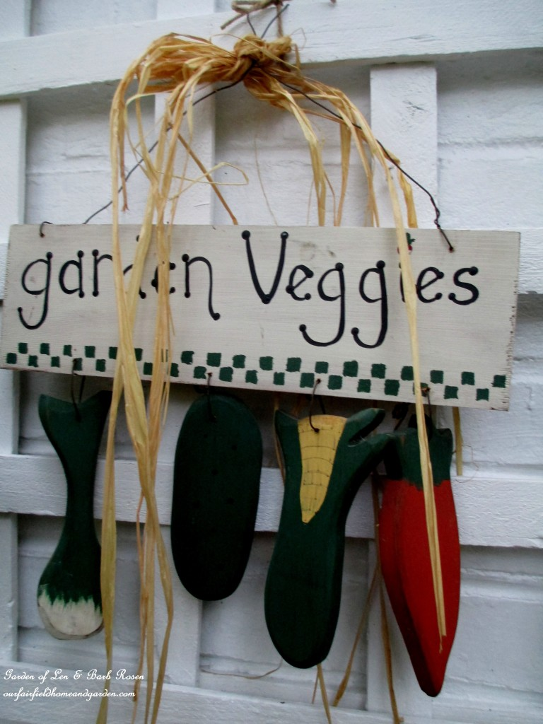 Garden Vegetables Sign http://ourfairfieldhomeandgarden.com/fall-is-in-the-air/