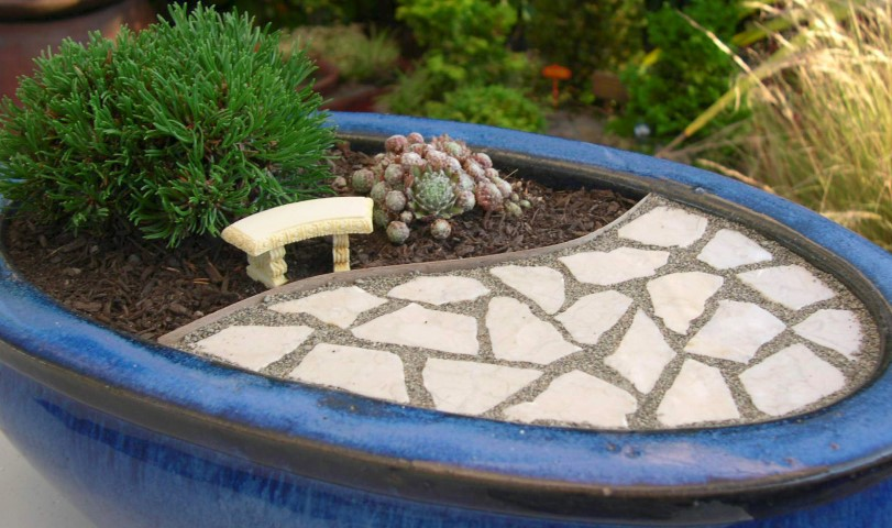 Click through for this tiny landscape tutorial from Stephanie at Garden Therapy!