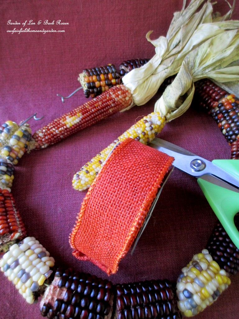 Twist the wire ends together to make a circle. https://ourfairfieldhomeandgarden.com/diy-fall-corn-cob-wreath/