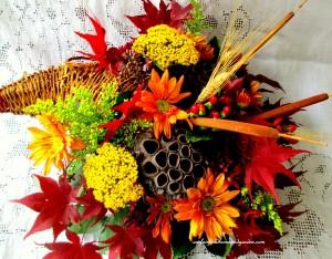 Cornucopia http://ourfairfieldhomeandgarden.com/diy-thanksgiving-cornucopia/