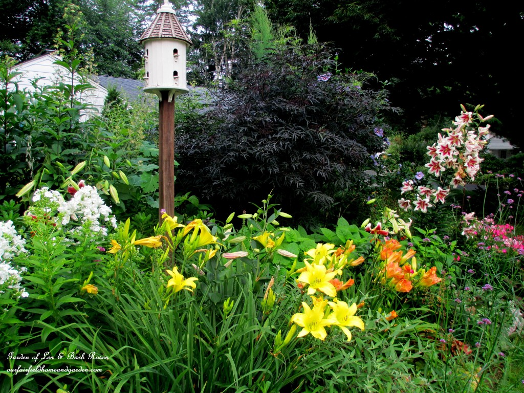 Our Fairfield Home & Garden ~ Summer 2013 http://ourfairfieldhomeandgarden.com/garden-walk-my-summer-garden/