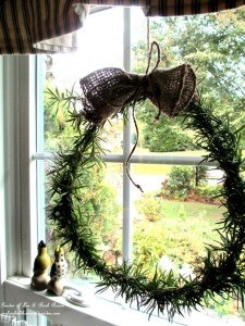DIY Rosemary Wreath https://ourfairfieldhomeandgarden.com/diy-project-make-a-fresh-rosemary-wreath/