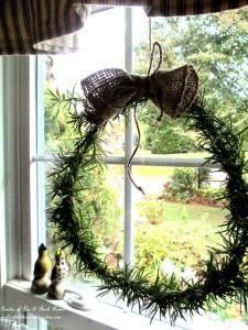 DIY Rosemary Wreath http://ourfairfieldhomeandgarden.com/diy-project-make-a-fresh-rosemary-wreath/