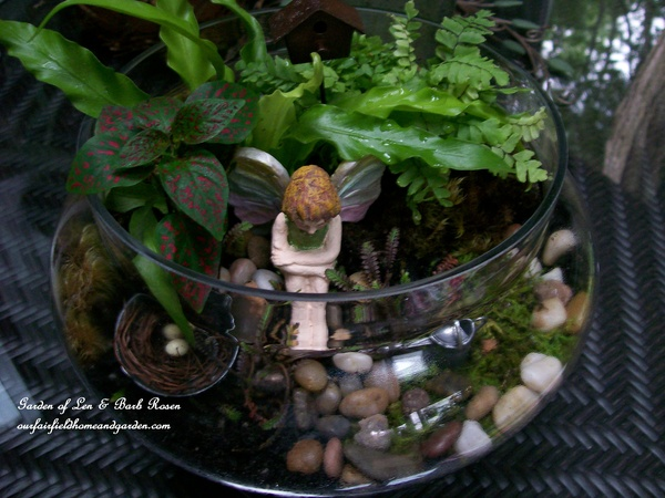 fairy terrarium http://ourfairfieldhomeandgarden.com/diy-project-create-your-own-fairy-terrarium/