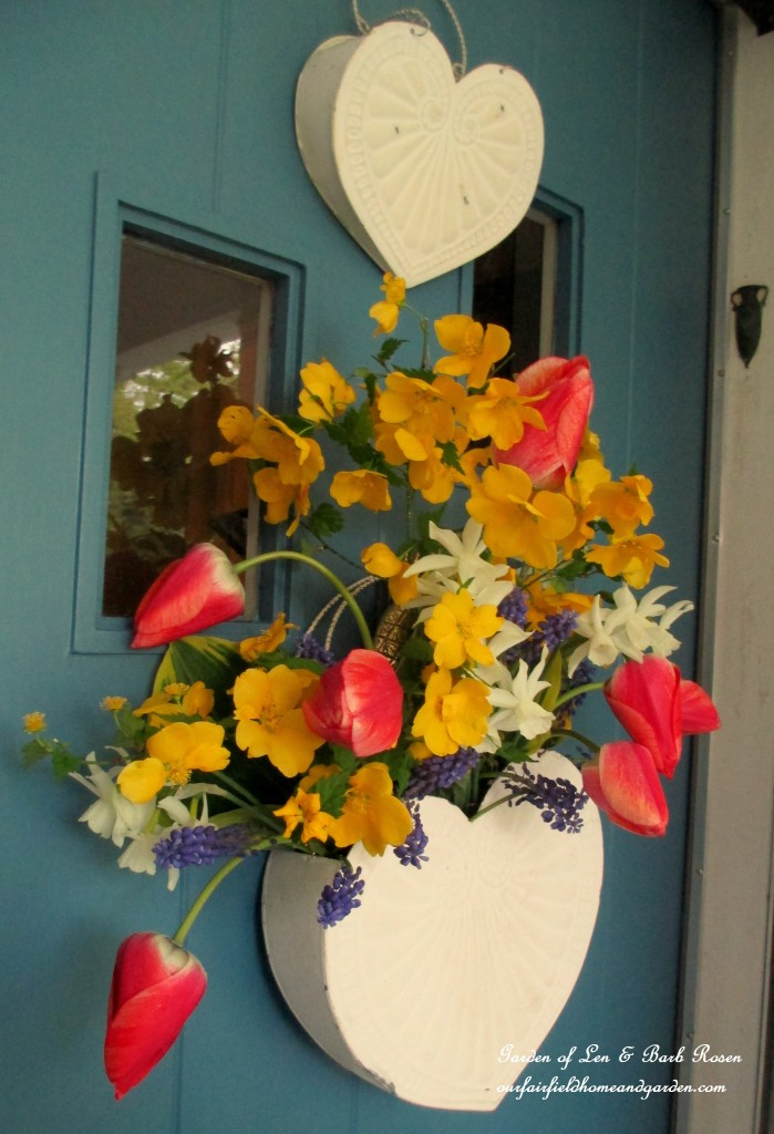 Fresh flowers http://ourfairfieldhomeandgarden.com/fresh-flower-basket-for-may-day-or-mothers-day/