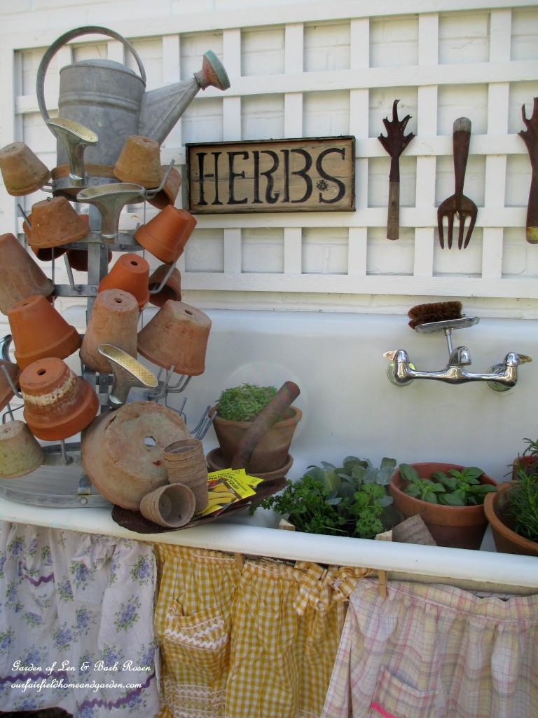 potting bench http://ourfairfieldhomeandgarden.com/its-about-blooming-time-spring-potting-time/