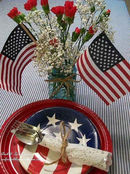 patriotic Party http://ourfairfieldhomeandgarden.com/july-4th-party-ideas-recipes/