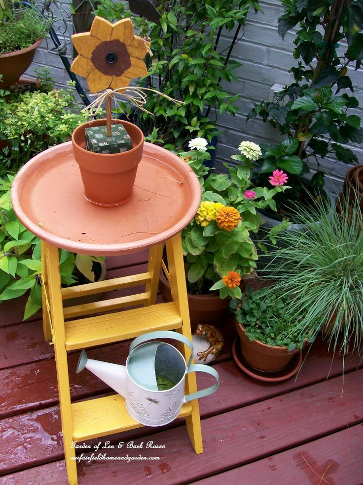 Step Stool Birdbath https://ourfairfieldhomeandgarden.com/diy-project-another-birdbath/
