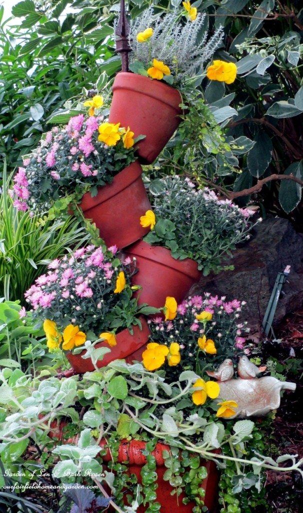 Tipsy-Pots Planter http://ourfairfieldhomeandgarden.com/diy-project-build-your-own-tipsy-pots-planter/