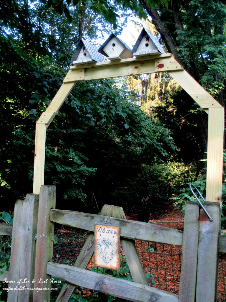 Birdhouse Arbor http://ourfairfieldhomeandgarden.com/garden-arbors-gates-make-an-entrance/