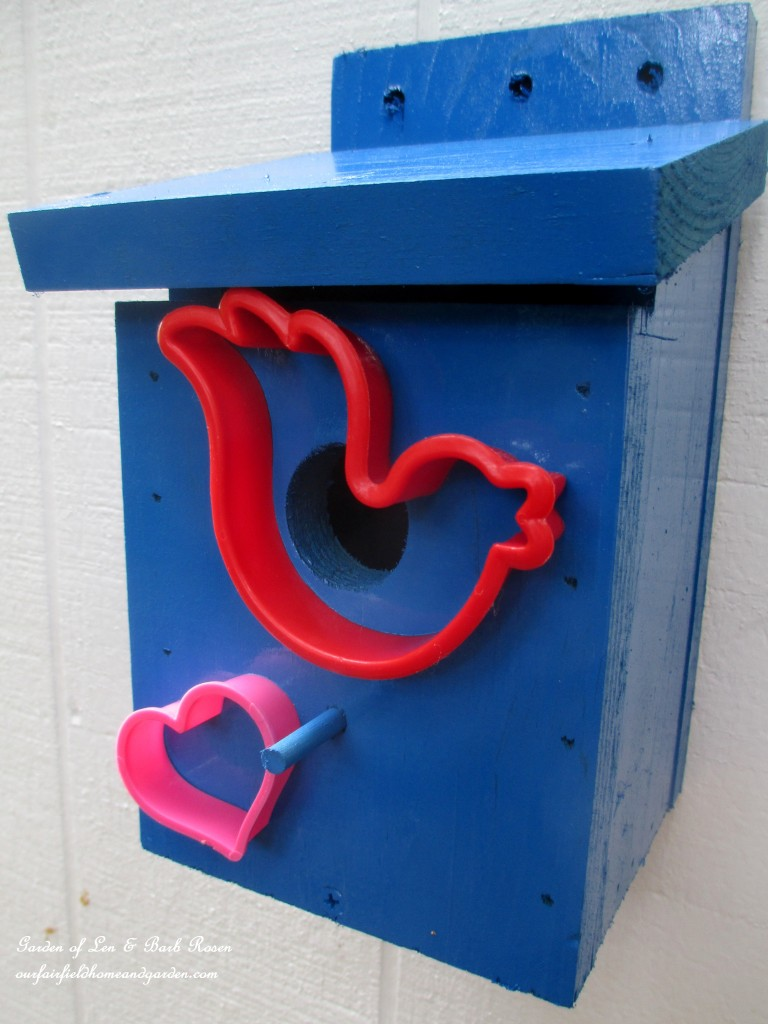Cookie Cutter Birdhouse http://ourfairfieldhomeandgarden.com/kitschy-kitchen-garden-accents/