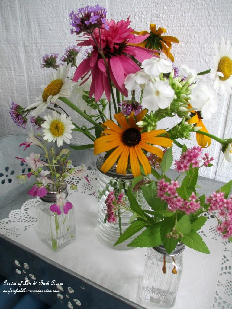 Dollar Store Floral Arrangement http://ourfairfieldhomeandgarden.com/kitschy-kitchen-garden-accents/