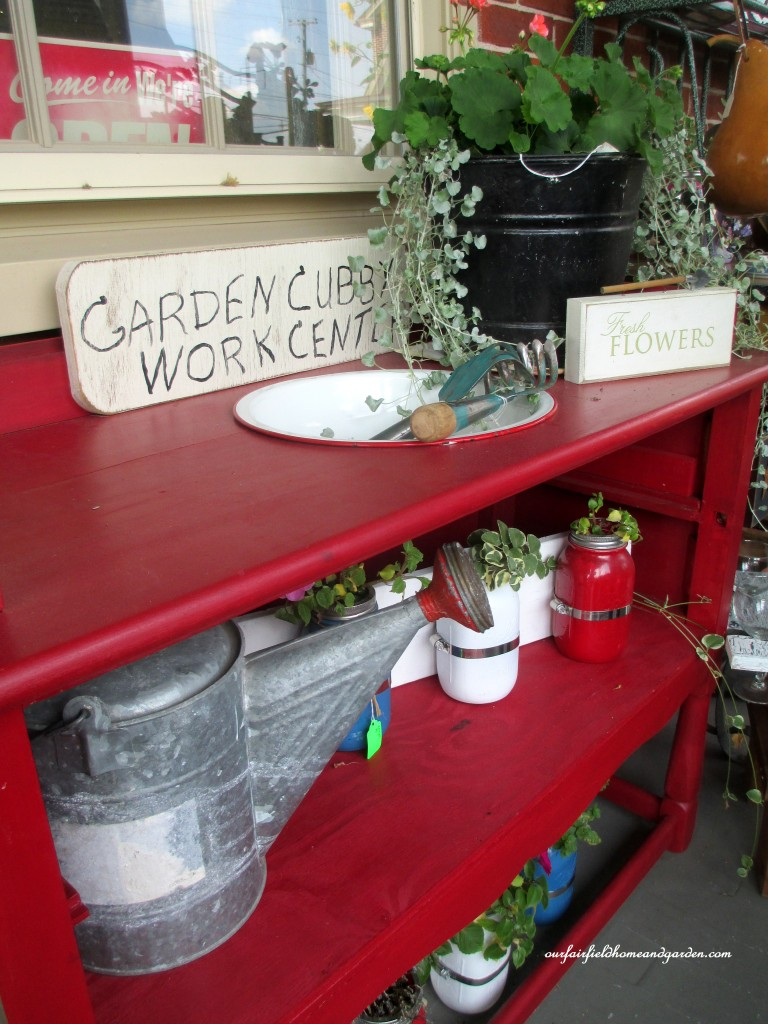 Potting Bench from a dresser http://ourfairfieldhomeandgarden.com/field-trip-potting-bench-from-a-dresser-and-other-ideas-gathered-in-lancaster-county-pa/
