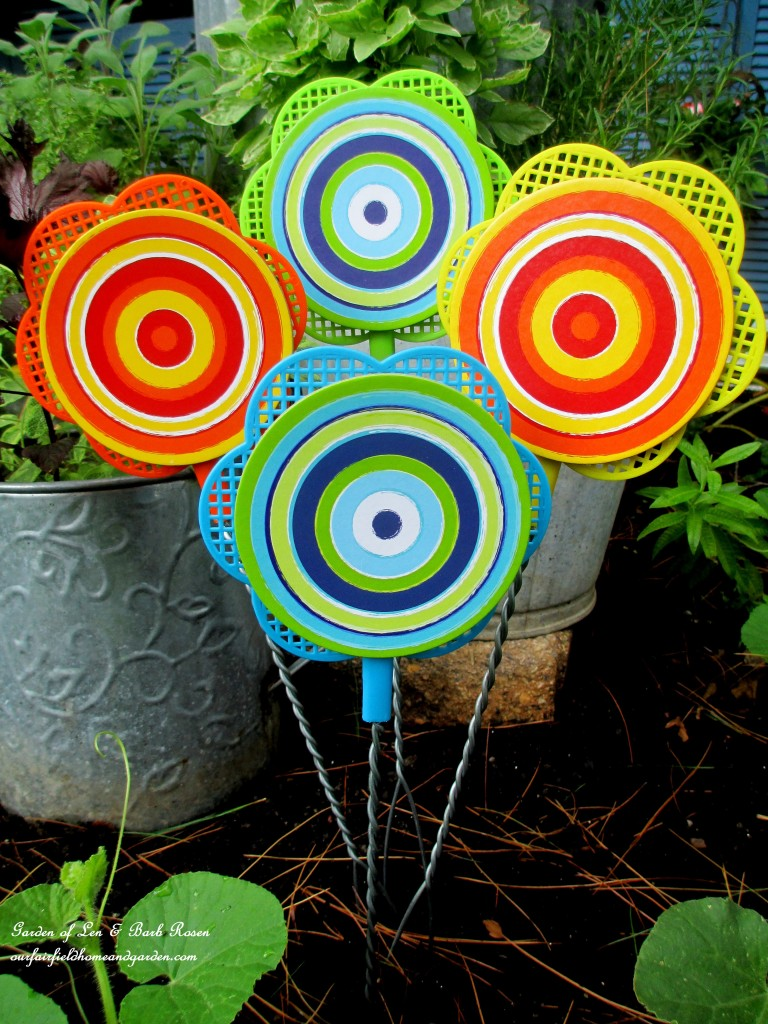 Dollar Store Flyswatter Flowers https://ourfairfieldhomeandgarden.com/kitschy-kitchen-garden-accents/