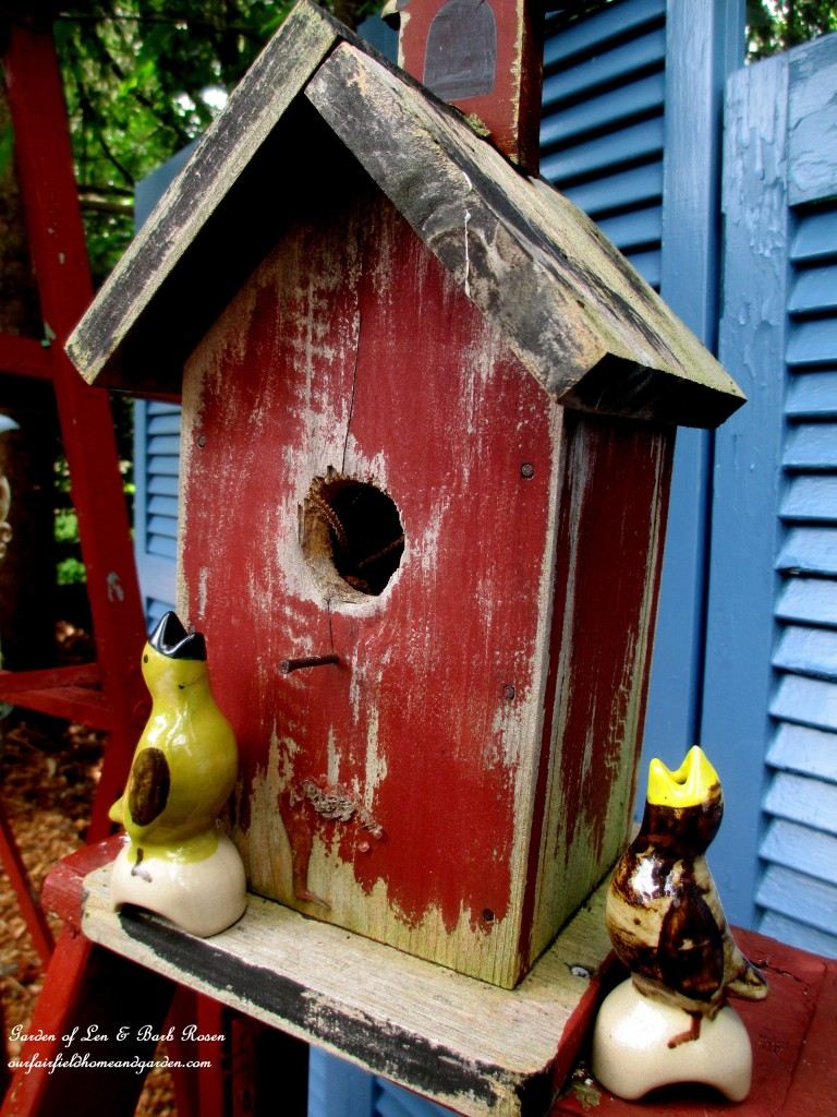 Pie Bird Garden Accents http://ourfairfieldhomeandgarden.com/kitschy-kitchen-garden-accents/