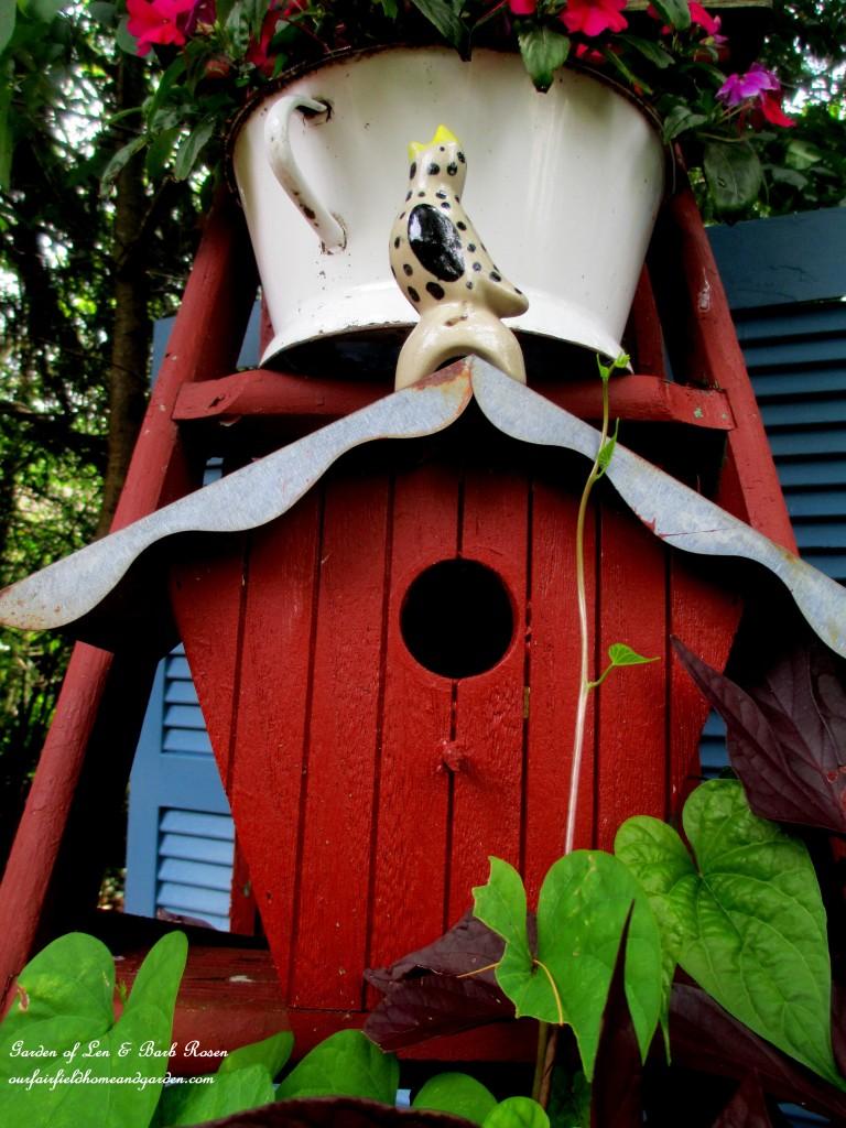 Pie Bird garden accent https://ourfairfieldhomeandgarden.com/kitschy-kitchen-garden-accents/