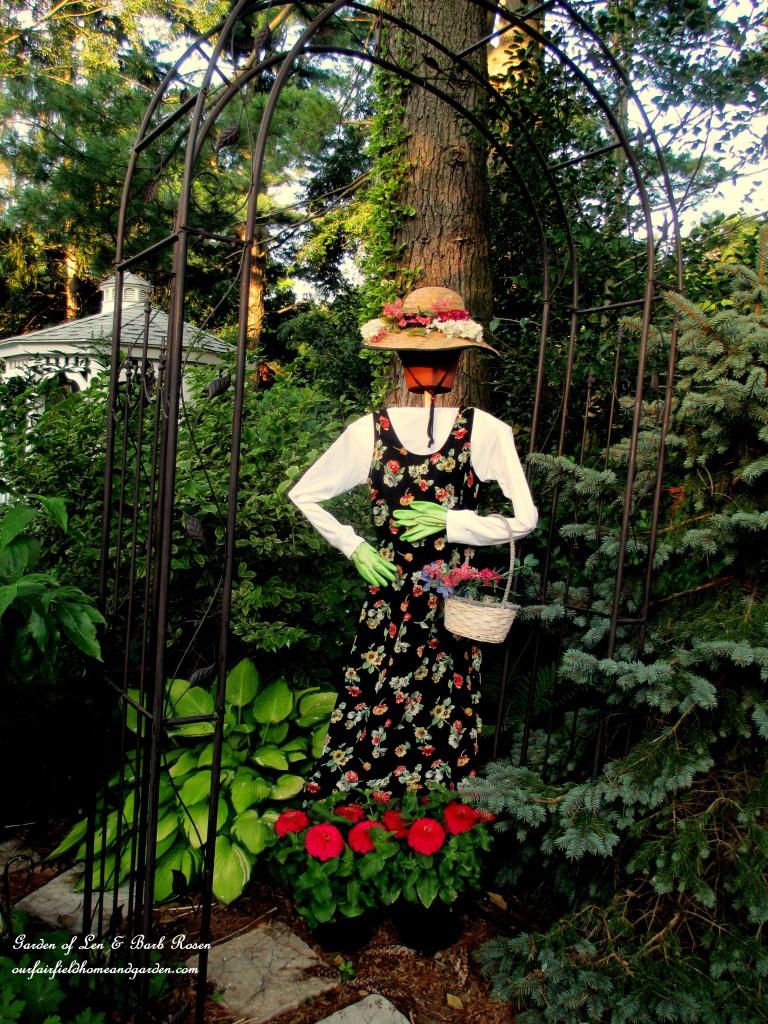 Garden Maiden http://ourfairfieldhomeandgarden.com/diy-project-wood-scrap-scarecrow-my-garden-maiden/