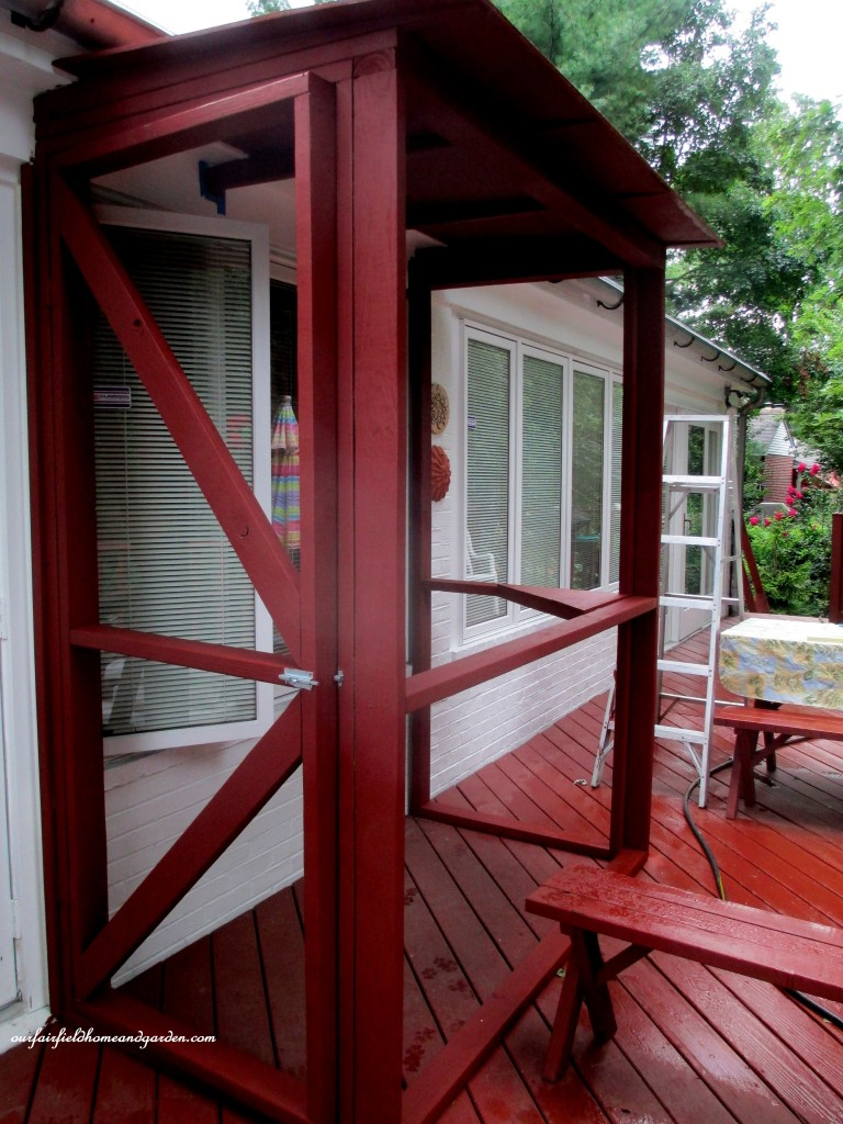 Painted Catio Frame http://ourfairfieldhomeandgarden.com/build-a-catio-a-tiny-screen-house-for-kitty-cats/