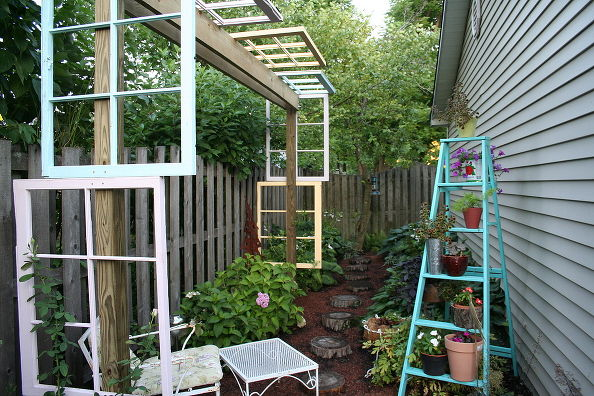 Modified Pergola http://www.somewhatquirkydesign.com/2012/07/building-modified-pergola-with-recycled.html