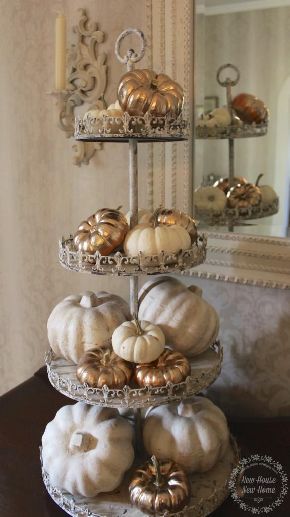 Fall Decorating http://www.newhousenewhomenewlife.com/2014/09/gold-painted-pumpkins.html#sthash.MU1LjPlf.pGfbmmG4.dpbs