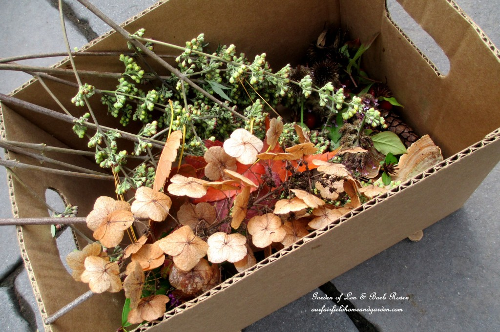 Natural materials http://ourfairfieldhomeandgarden.com/diy-fall-nature-crafts/
