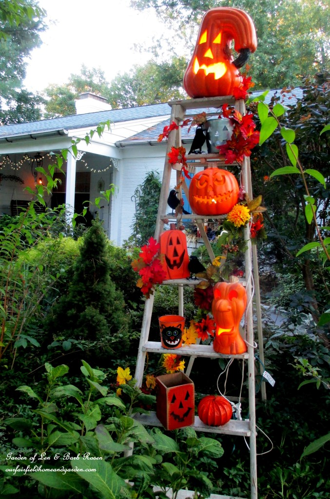 Pumpkin Ladder https://ourfairfieldhomeandgarden.com/fall-outdoor-decor-our-fairfield-home-and-garden/